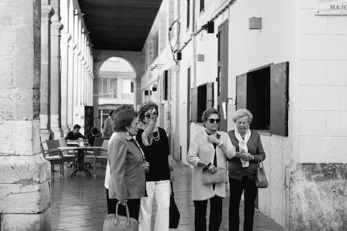 Základová fotografie zdarma na téma černobílý, čtyři, dlažba, dopravní systém