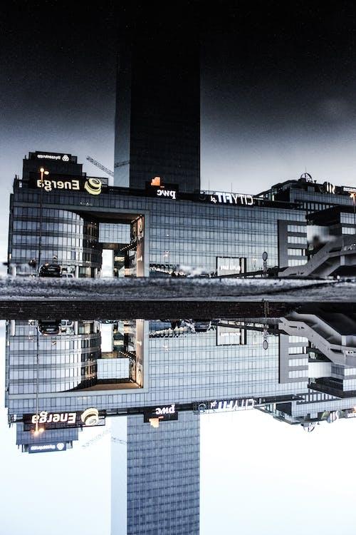 灰色混凝土建筑