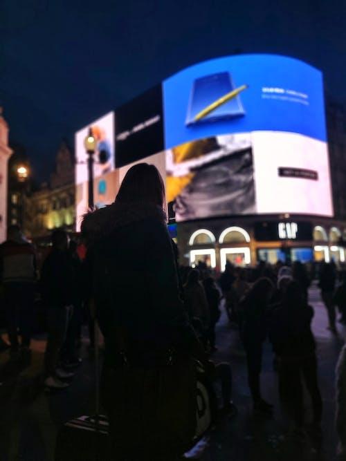 Безкоштовне стокове фото на тему «варан, Вулиця, дорослий, екран»