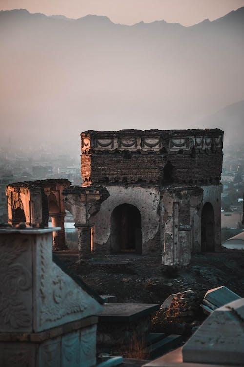 Gratis stockfoto met achtergelaten, architectuur, avond, beschadigde