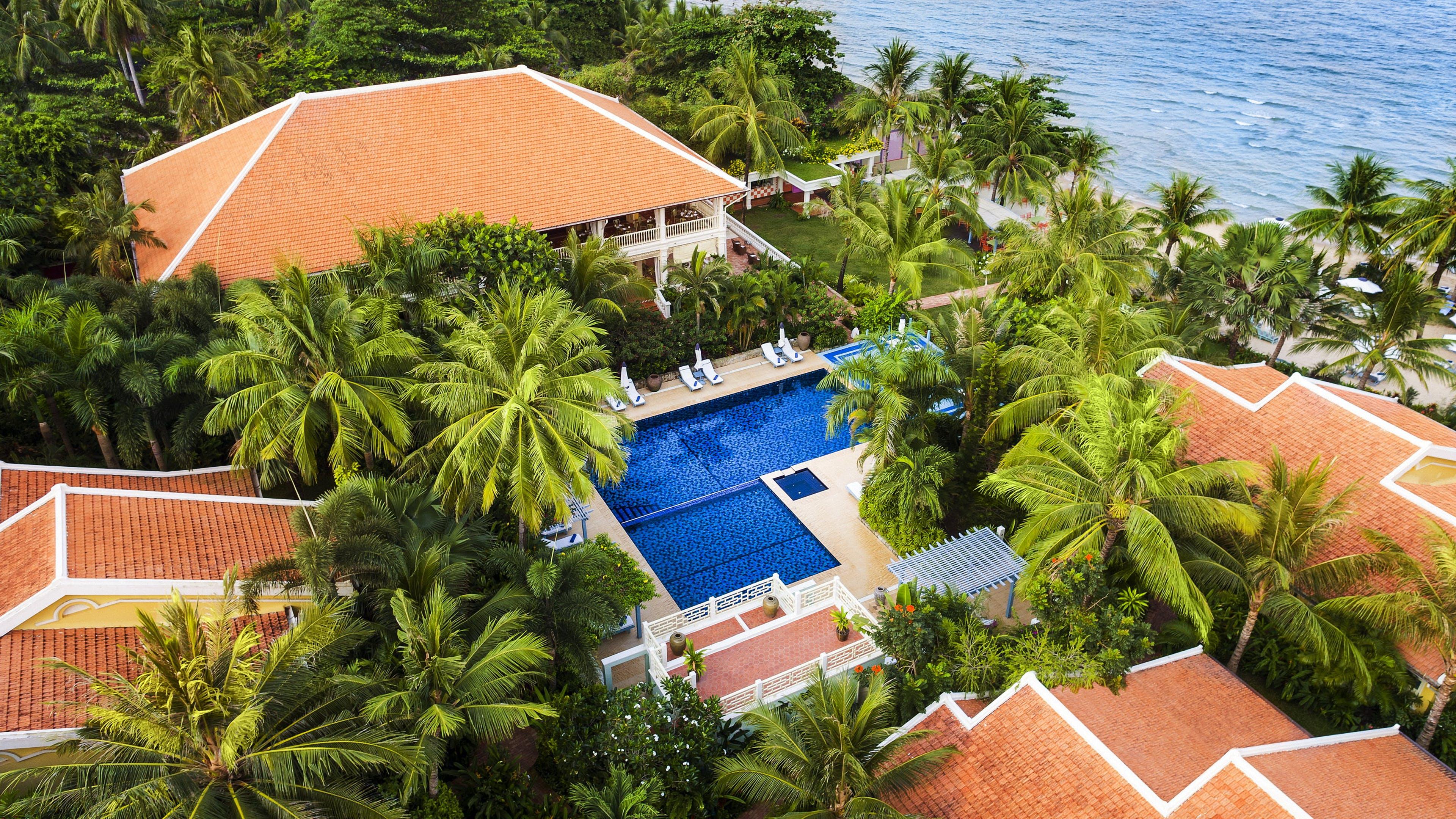 Ingyenes stockfotó hotel, kúria, nagy látószögű felvétel, pálma témában