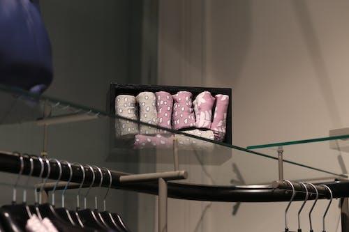 Darmowe zdjęcie z galerii z wieszak na ubrania