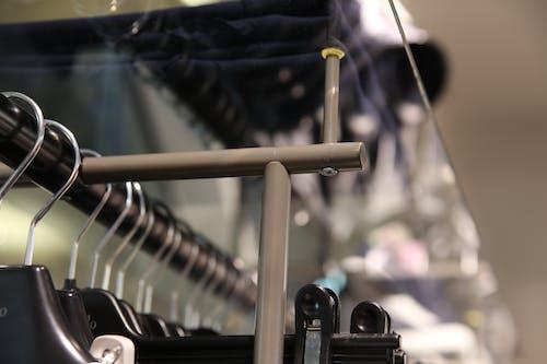 Безкоштовне стокове фото на тему «вішалка для одягу, метал»