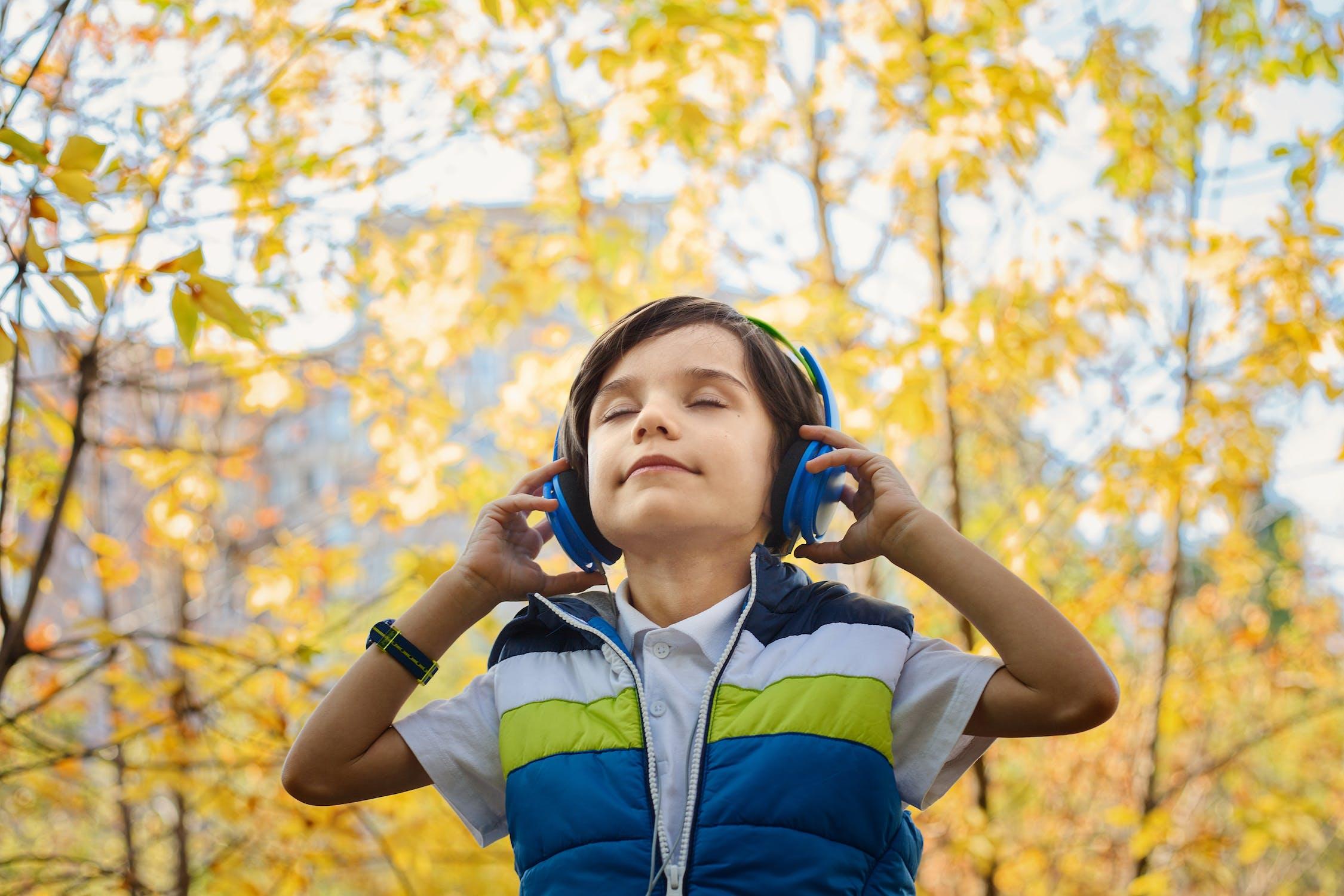 ¿Cómo sé si mi hijo oye bien?