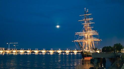 アーチ橋, ガロンヌ, クラシックボート, ナイトライフの無料の写真素材