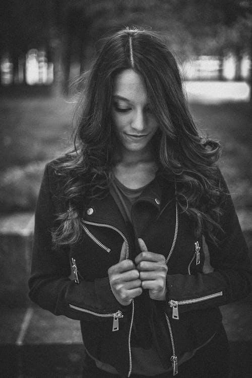 Foto d'estoc gratuïta de adult, arc, blanc i negre, bonic