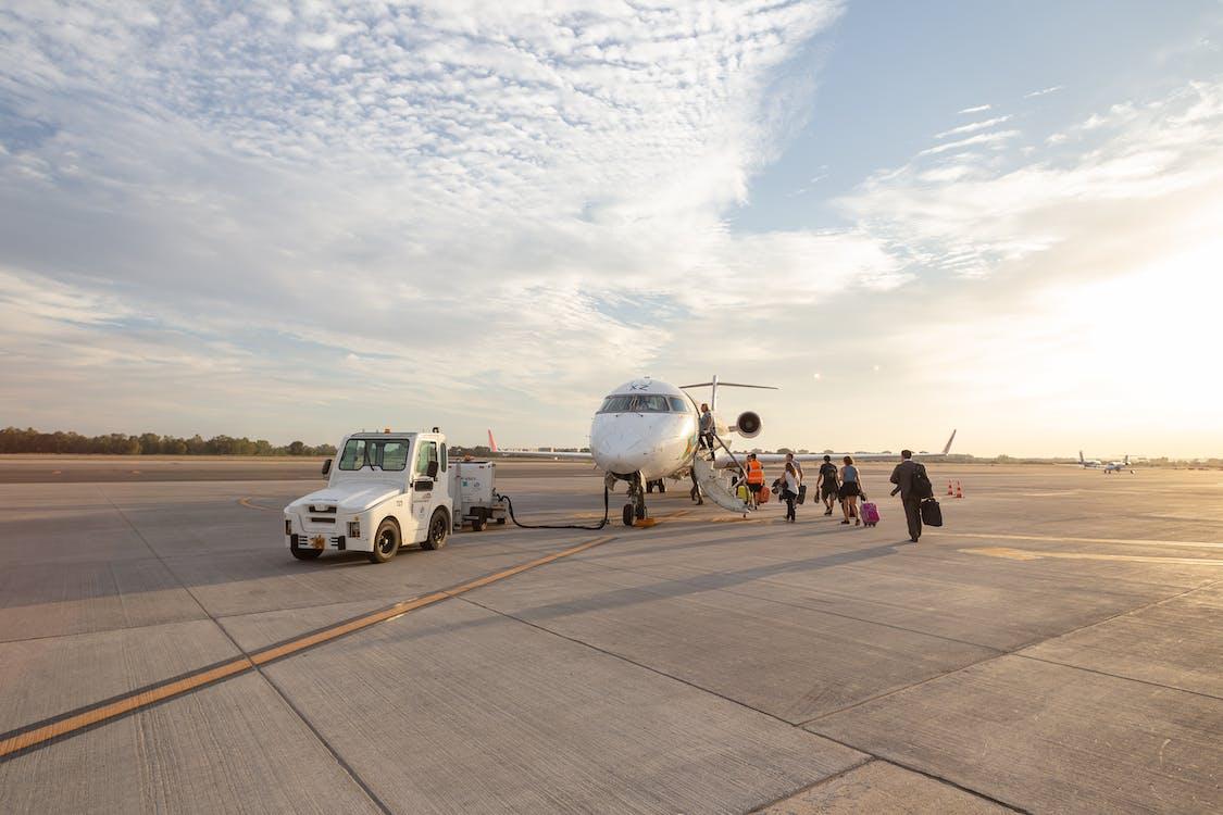 フライト, 乗客, 交通機関