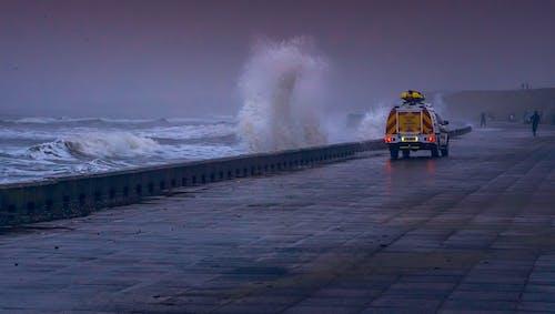 Ilmainen kuvapankkikuva tunnisteilla aallot, ajoneuvo, hiekkaranta, meri