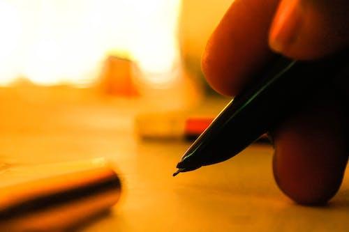 Foto d'estoc gratuïta de boli, escrivint, mà