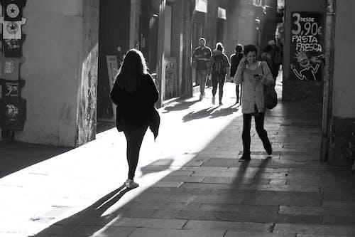 Základová fotografie zdarma na téma černobílá, pouliční fotografie