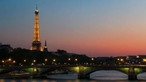 Безкоштовне стокове фото на тему «архітектура, Будівля, вежа, вечір»