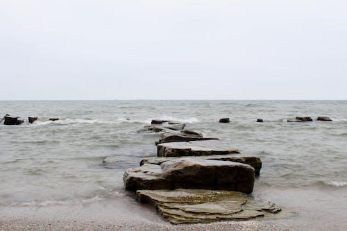 Ilmainen kuvapankkikuva tunnisteilla aallot, hiekkaranta, kivet, makea vesi