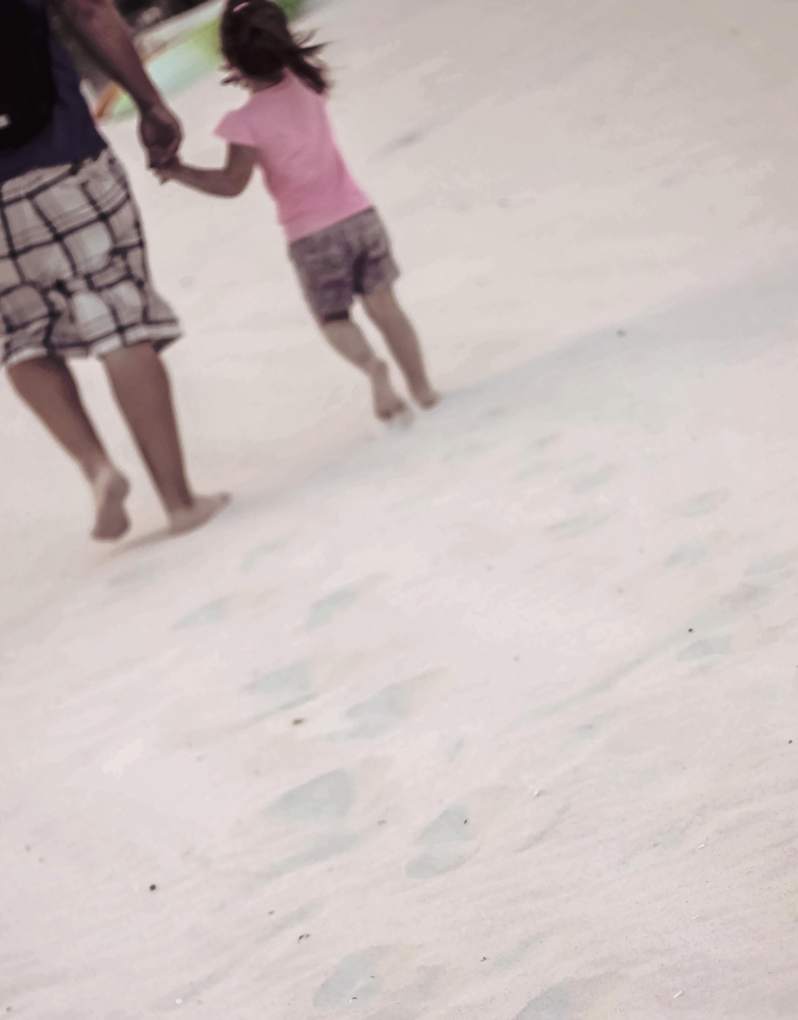 Free stock photo of beach, daddy, daughter, footprints