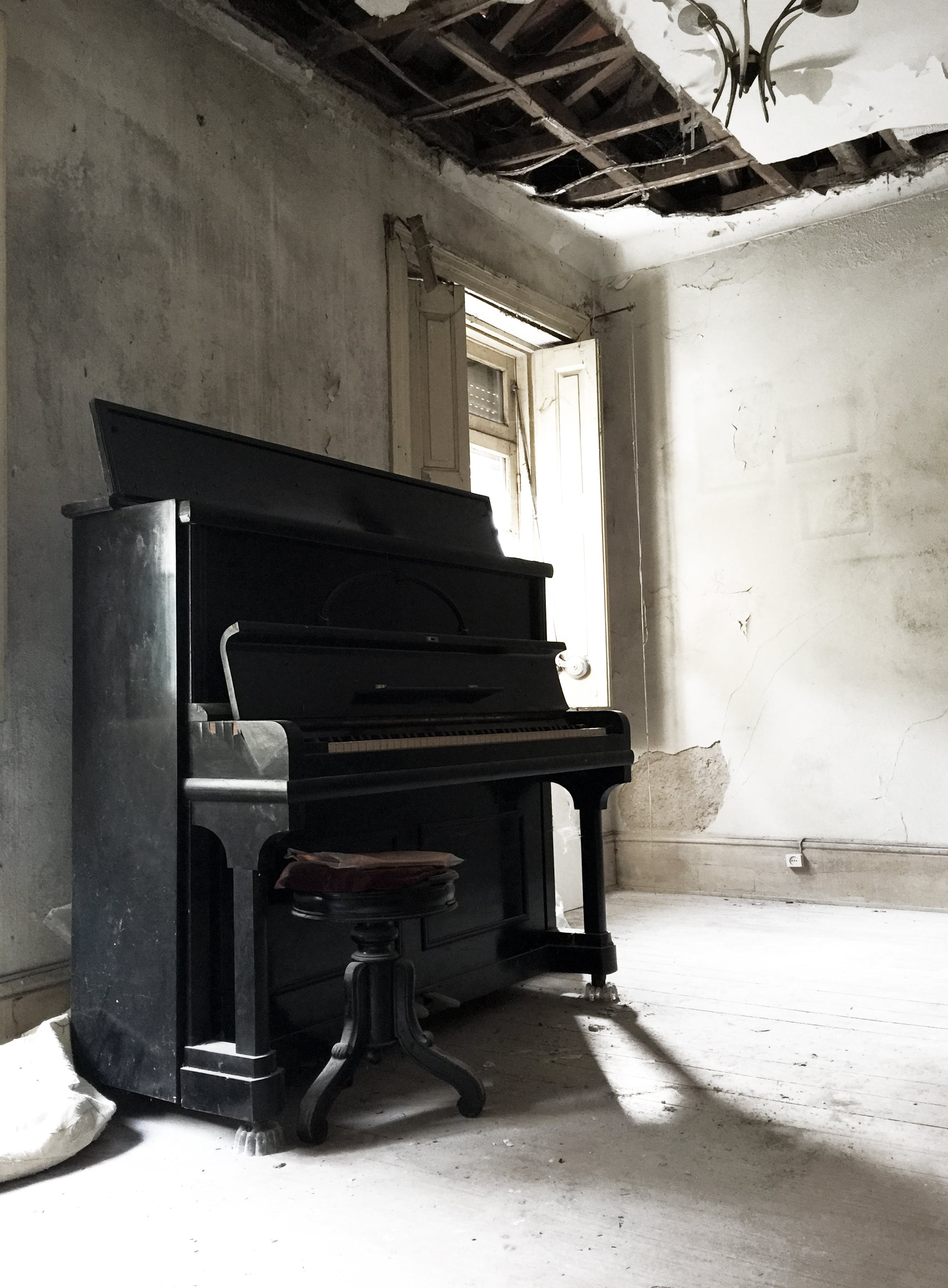 Free stock photo of abandoned, abandoned building, old house, piano