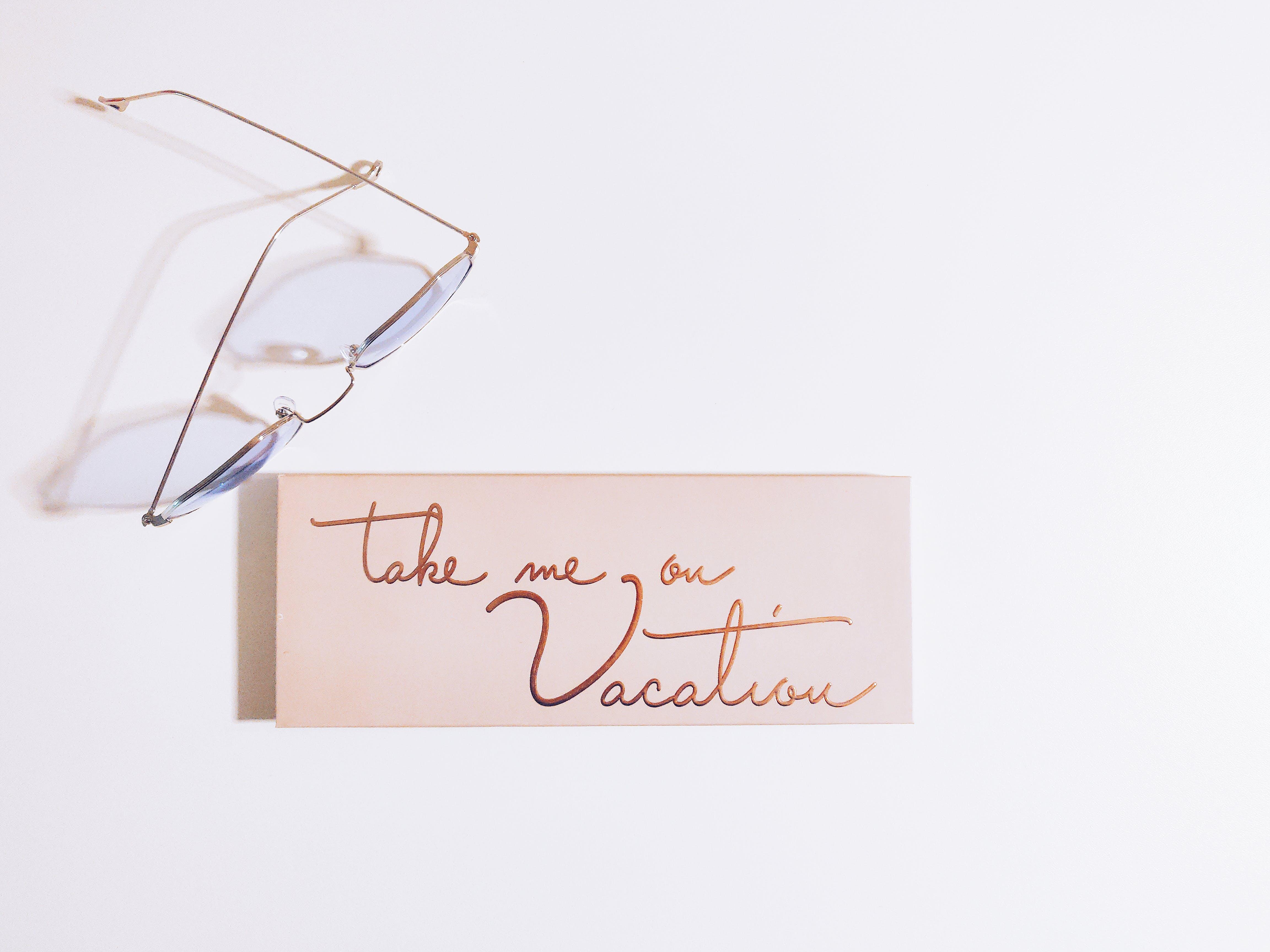 Kostenloses Stock Foto zu brille, hinweis, nachricht, nahansicht