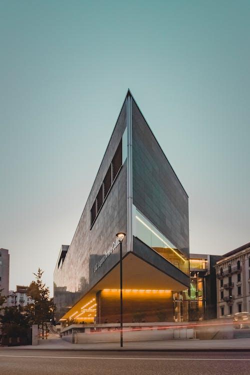 Fotobanka sbezplatnými fotkami na tému architektúra, auto, budova, centrum mesta