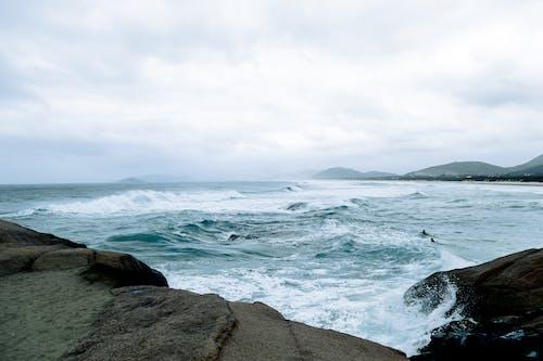 Ilmainen kuvapankkikuva tunnisteilla aallot, hiekkaranta, kivet, luonto
