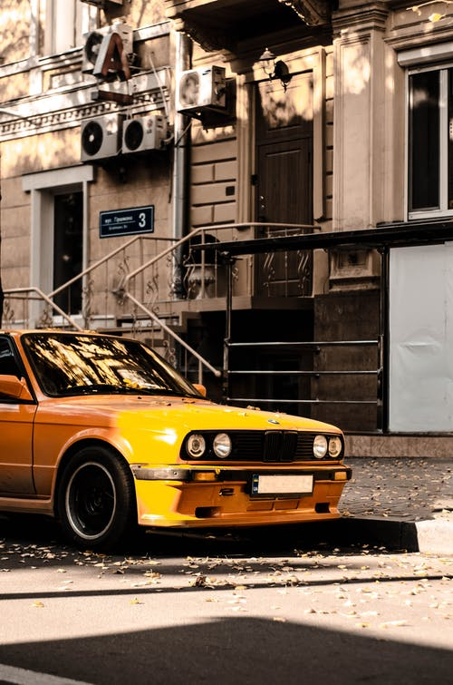 Бесплатное стоковое фото с e34, автомобиль, апельсин, улица