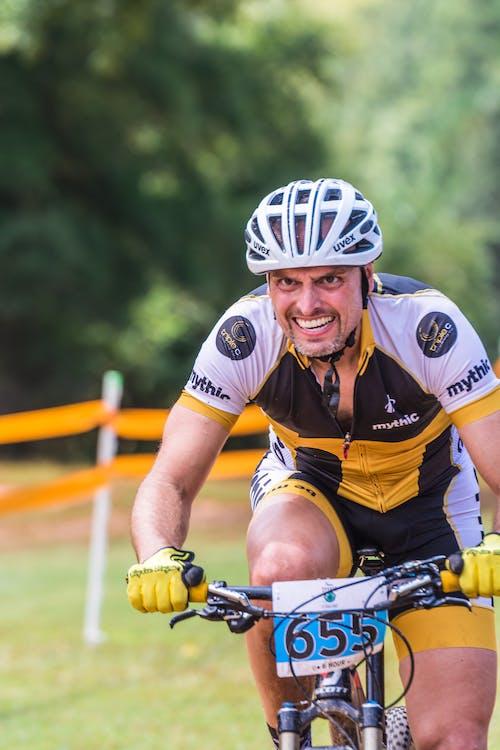 Fotobanka sbezplatnými fotkami na tému cyklistický pretek, grimasa, muž, trail závod