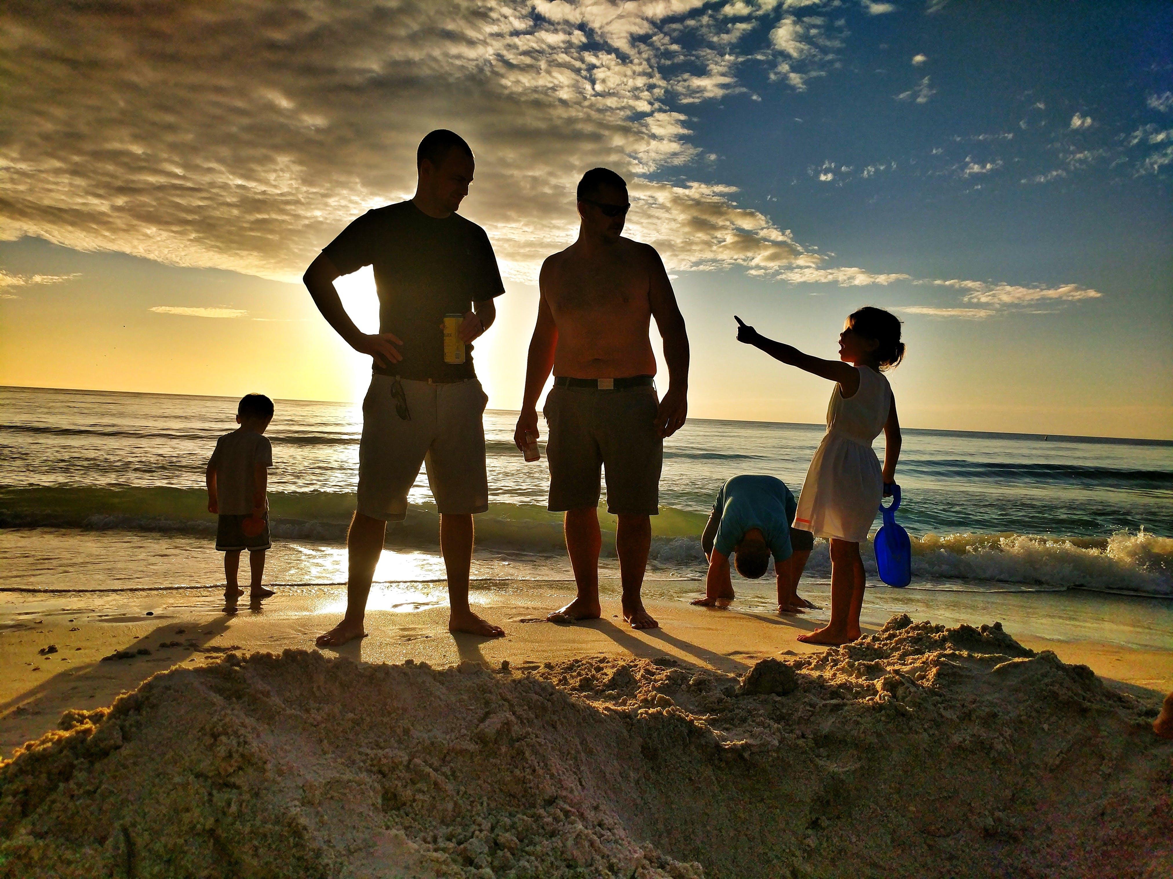 Kostenloses Stock Foto zu blauer himmel, familie, florida, furchtloses mädchen