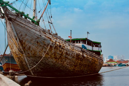 Fotobanka sbezplatnými fotkami na tému hrdza, loď, makassar schooner, modrá obloha
