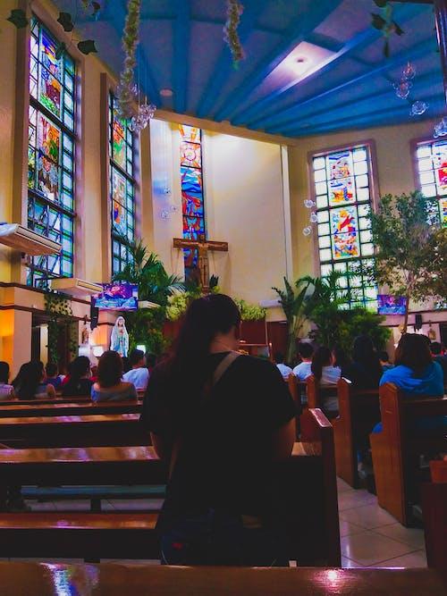 Kostenloses Stock Foto zu beten, katholisch, kirche, sonntag