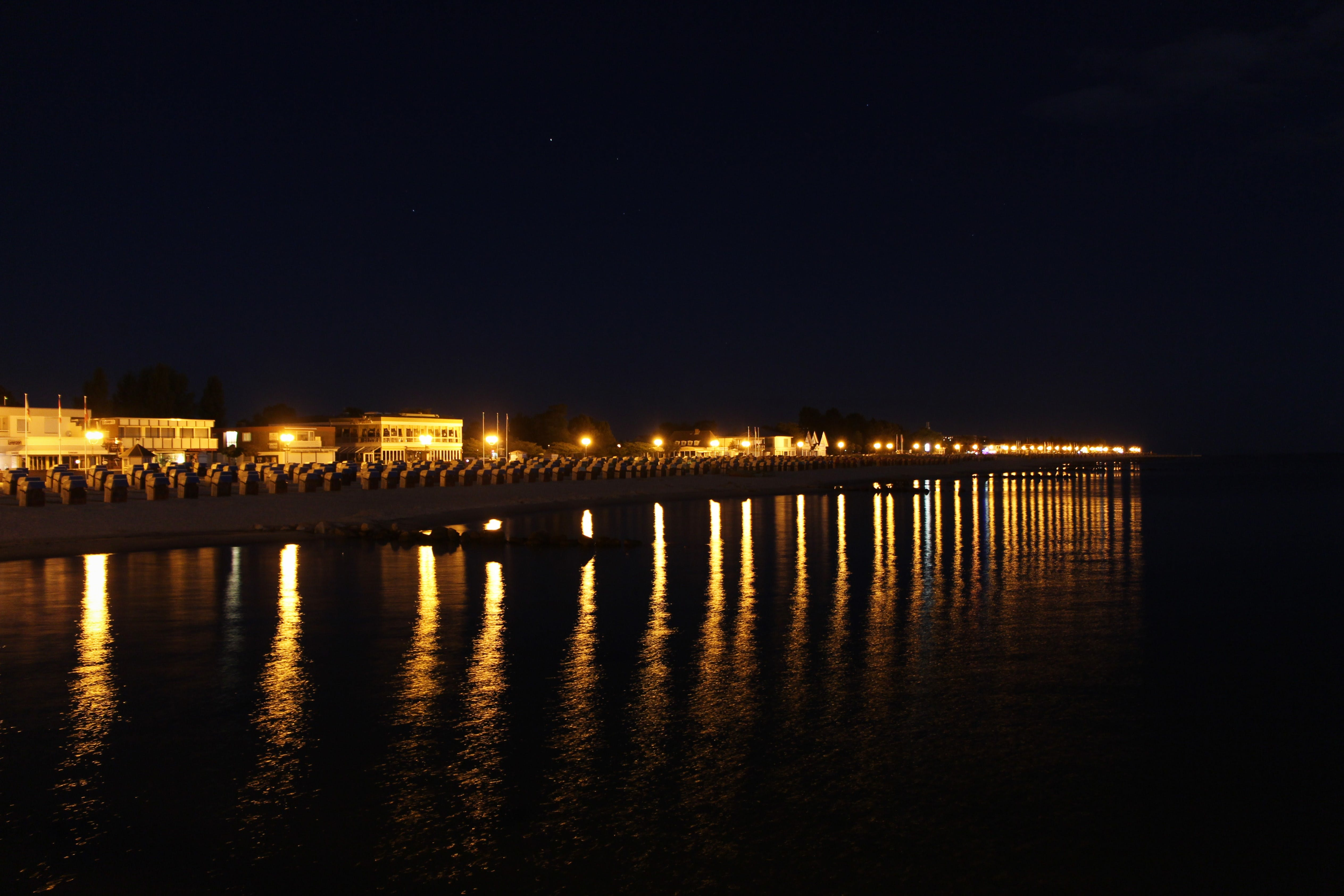 Kostenloses Stock Foto zu beleuchtung, belichtung, dunkler himmel, lichtreflexionen