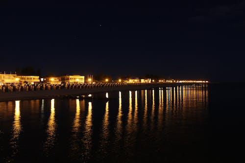 Fotos de stock gratuitas de cielo oscuro, exposición, luces, mar