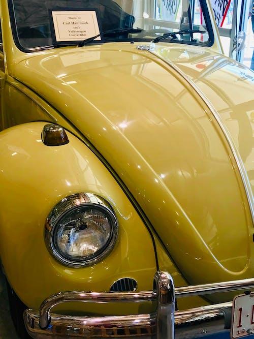 Gratis stockfoto met autobeurs, geel, kever, klassieke auto