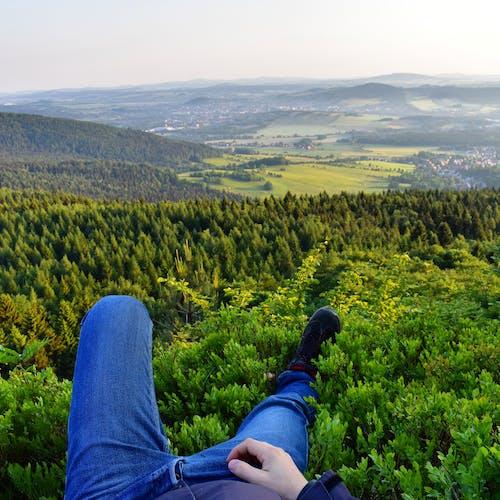 健康的なライフスタイル自然ハイキングの無料の写真素材