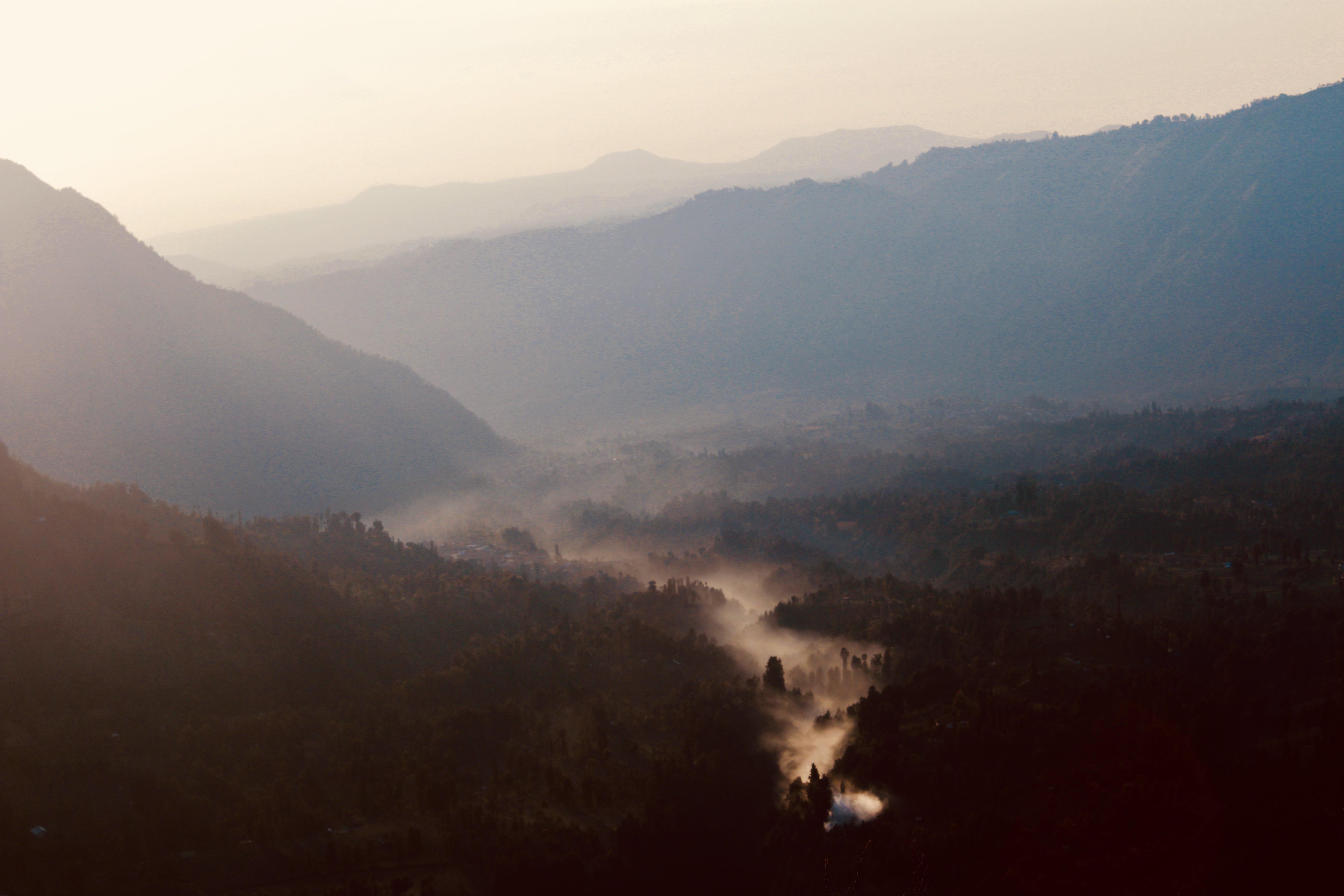 Základová fotografie zdarma na téma dramatická obloha, mlha, sluneční záře, svítání