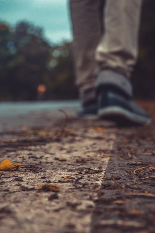 Fotobanka sbezplatnými fotkami na tému cesta, chôdza, chôdza po ceste, osamelý