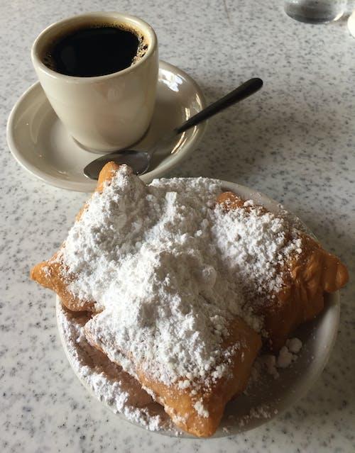 beignets, カフェデュモンド, コーヒー, ニューオーリンズの無料の写真素材