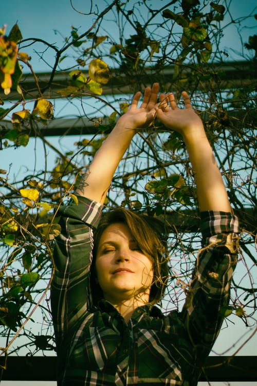 Gratis stockfoto met aantrekkelijk mooi, handen, iemand, meisje