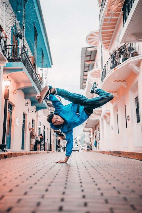 Безкоштовне стокове фото на тему «bboy, баланс, веселий, вистава»