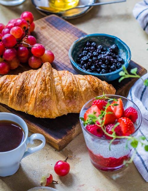 Fotos de stock gratuitas de arándanos azules, comida, copa, cruasán