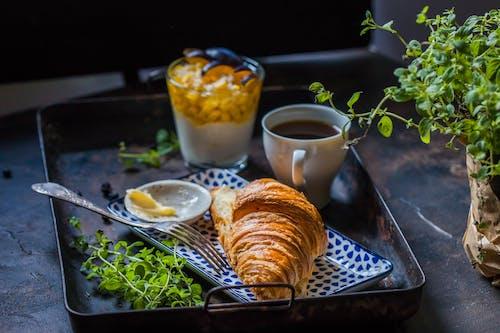 Fotobanka sbezplatnými fotkami na tému atraktívny, chlieb, chutný, croissant