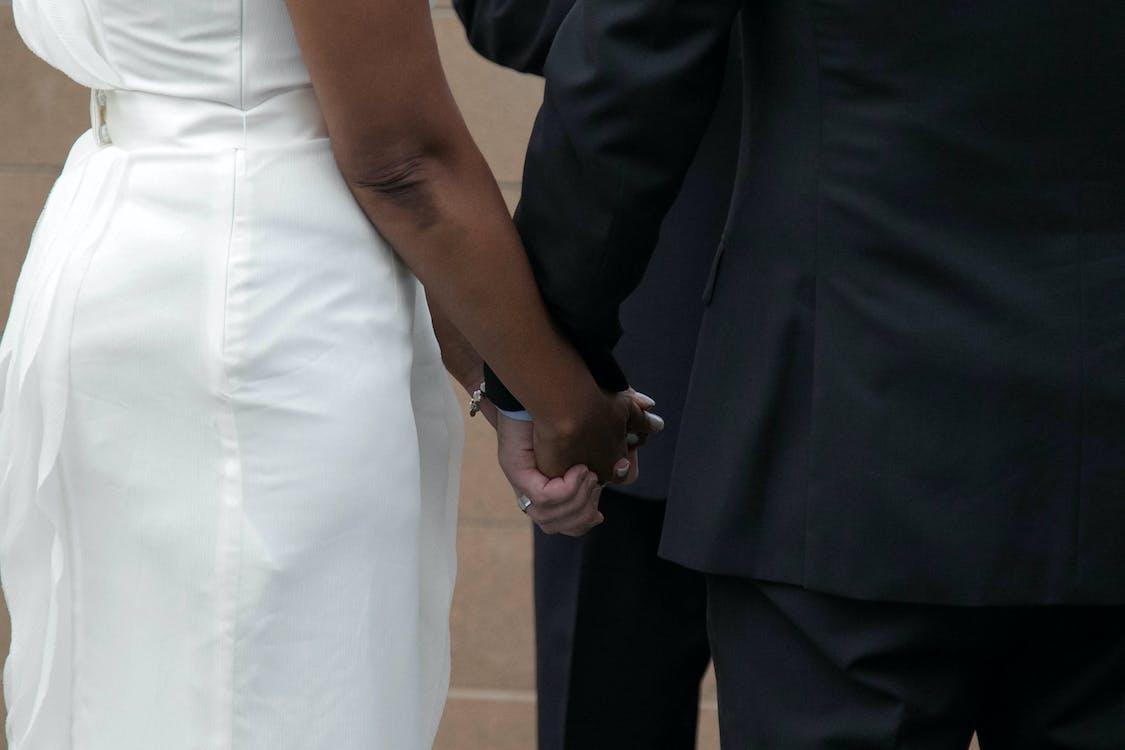Gratis lagerfoto af ægteskab, bi racial par, bryllup