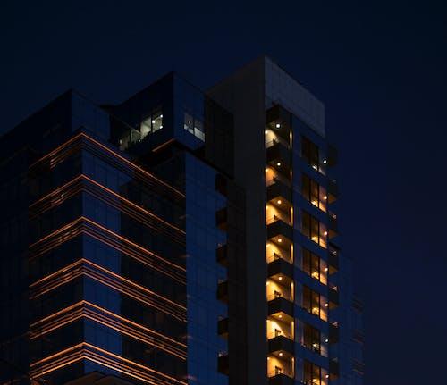 Foto d'estoc gratuïta de alt, arquitectura, articles de vidre, balcons