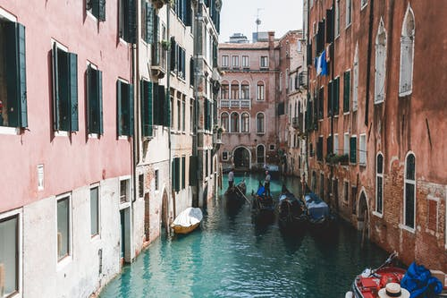 Fotos de stock gratuitas de agua, al aire libre, arquitectura, barcos