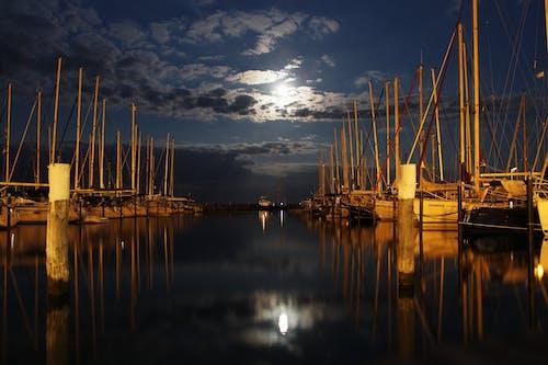 Fotos de stock gratuitas de barcos, Luna llena, luz calida, luz de la luna