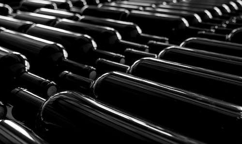 Gratis lagerfoto af boottles, depositum, lager, sort og hvid