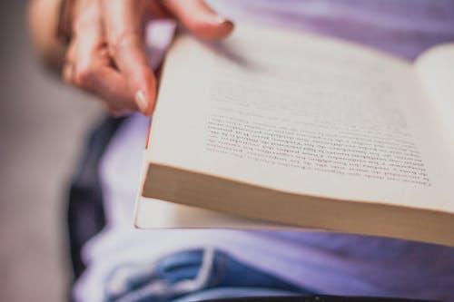 Kostenloses Stock Foto zu hojas, leer, lesen, leyendo