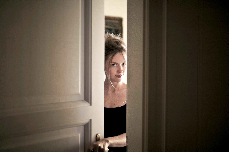 dveře, holka, koncept