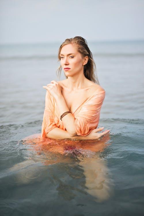 Gratis arkivbilde med fotoseanse, hav, kvinne, modell