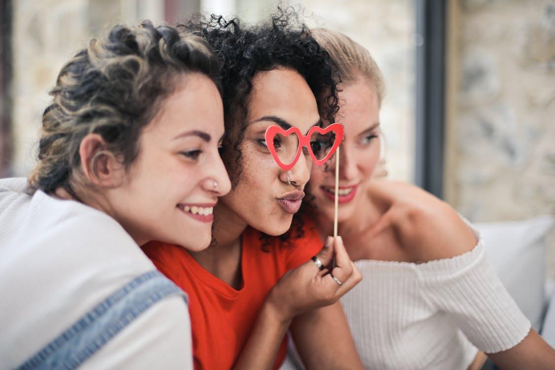 Drei Frauen Posieren Für Foto