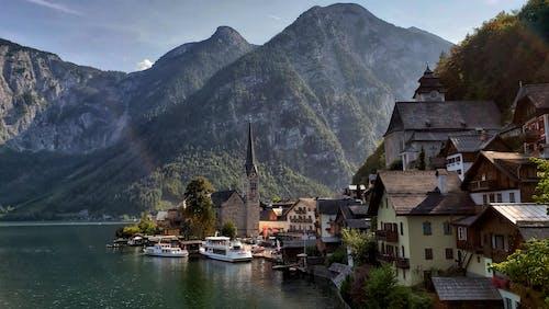 Fotobanka sbezplatnými fotkami na tému hora, hory, mesto v horách, príroda