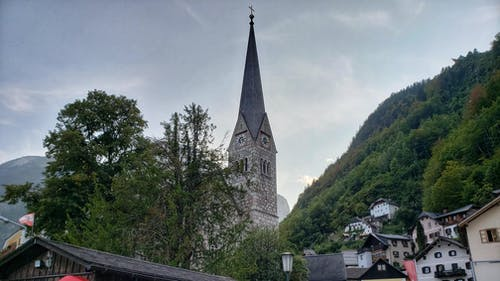 Fotobanka sbezplatnými fotkami na tému hory, kostol, kostolná veža, príroda