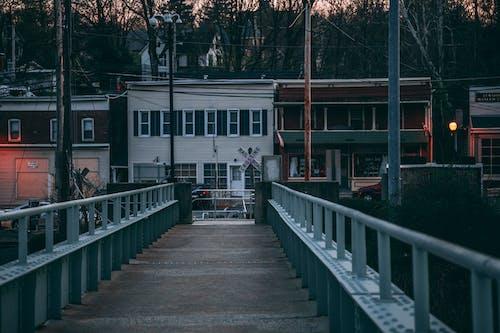Ilmainen kuvapankkikuva tunnisteilla auringonlasku, kaupunki, rakennukset, silta