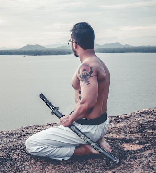 Δωρεάν στοκ φωτογραφιών με katana, γρασίδι, καράτε, πολεμικές τέχνες